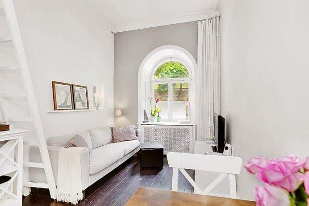 Фотография: Гостиная в стиле Скандинавский, Малогабаритная квартира, Квартира, Цвет в интерьере, Дома и квартиры, Белый – фото на InMyRoom.ru