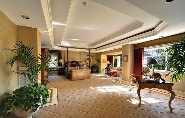 Фотография: Спальня в стиле Классический, Декор интерьера, Дом, Дома и квартиры, Интерьеры звезд – фото на INMYROOM