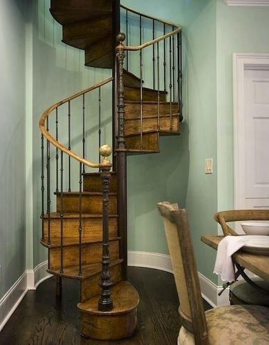 Фотография: Кухня и столовая в стиле Прованс и Кантри, Архитектура, Декор, Мебель и свет, Ремонт на практике, Никита Морозов, освещение для лестницы, какую выбрать лестницу, какие бывают лестницы, прямая лестница, винтовая лестница, лестница на больцах, подвесная лестница, ограждение для лестниц, как украсить лестницу – фото на INMYROOM