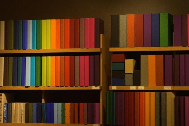 Фотография: Прочее в стиле , Декор интерьера, Дизайн интерьера, Цвет в интерьере, Книги – фото на INMYROOM