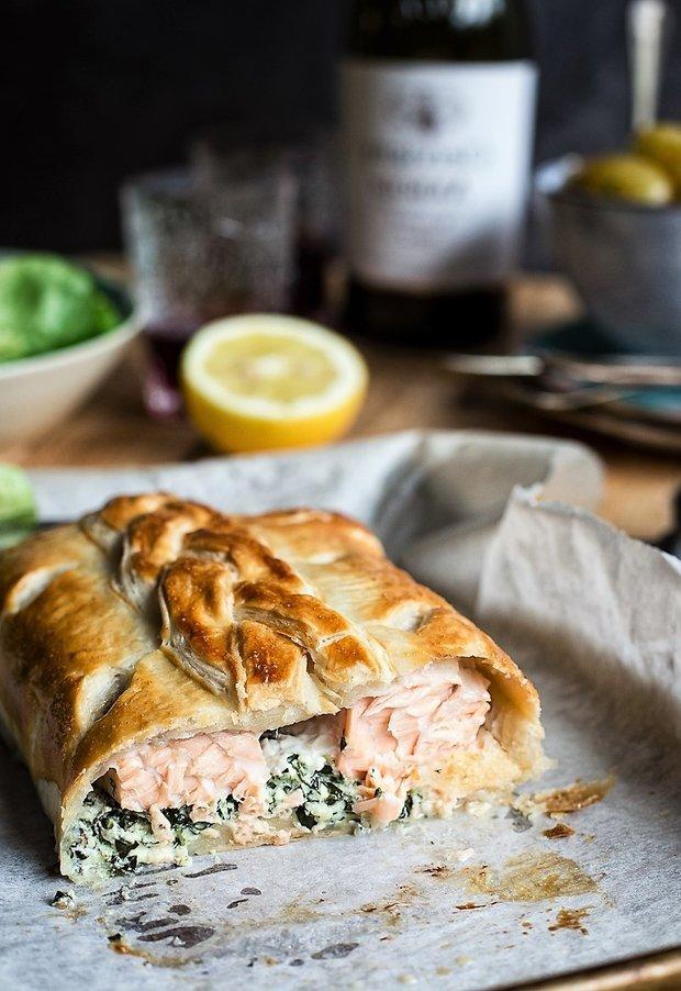 Фотография:  в стиле , Ужин, Основное блюдо, Здоровое питание, Выпекание, Рыба, Средиземноморская кухня, Кулинарные рецепты, Тесто, 45 минут, Просто, Лосось, Слоеное тесто – фото на INMYROOM
