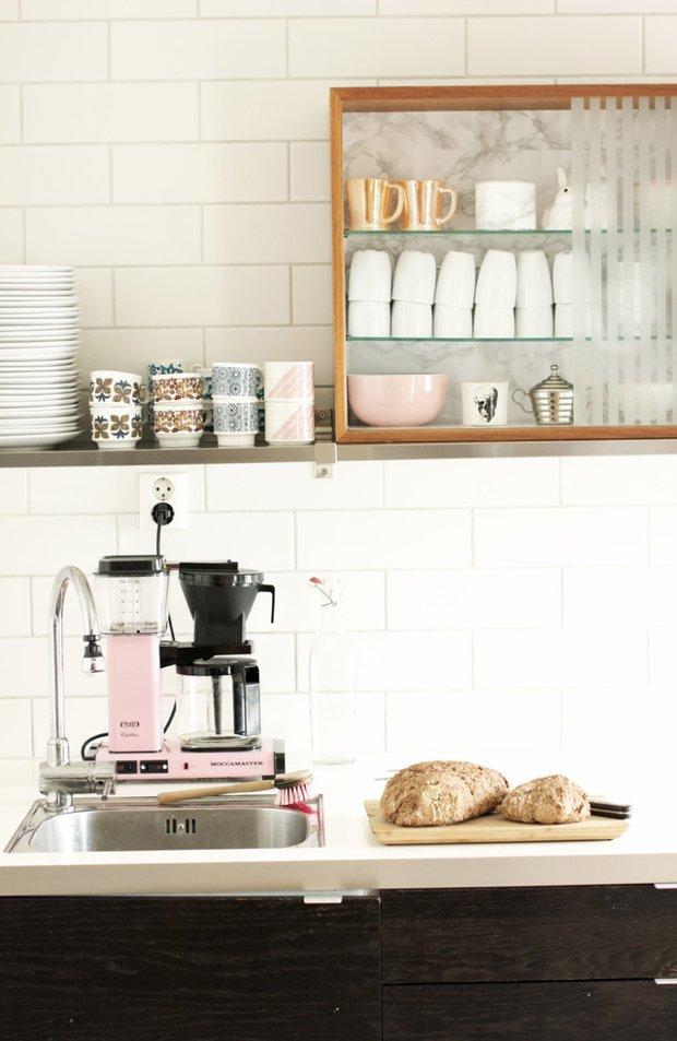 Фотография: Кухня и столовая в стиле Лофт, Современный, Декор интерьера, Дизайн интерьера, Цвет в интерьере, Белый – фото на InMyRoom.ru