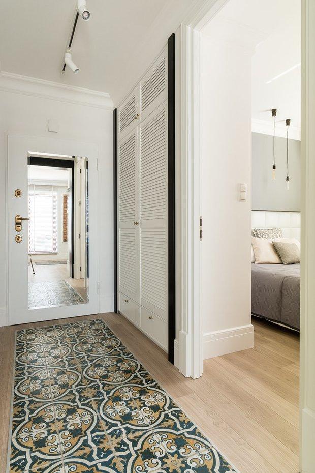 Фотография: Прихожая в стиле Скандинавский, Малогабаритная квартира, Квартира, Польша, дизайн-хаки, идеи для малогабаритки, 2 комнаты, 40-60 метров, Гданьск – фото на INMYROOM