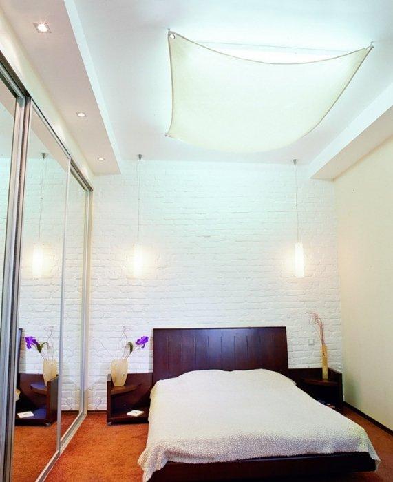 Фотография: Спальня в стиле Современный, Малогабаритная квартира, Интерьер комнат, Советы, Зеркала – фото на InMyRoom.ru