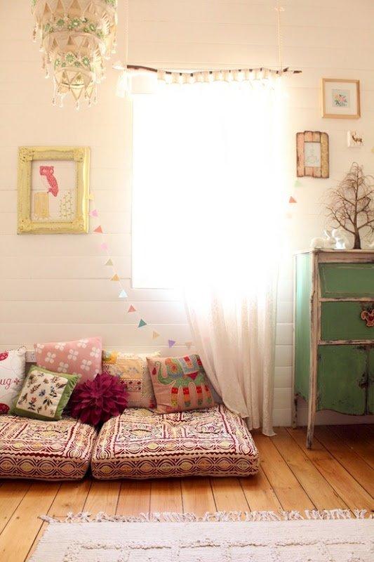 Фотография: Декор в стиле Скандинавский, Спальня, Интерьер комнат, Подушки, Ковер – фото на INMYROOM