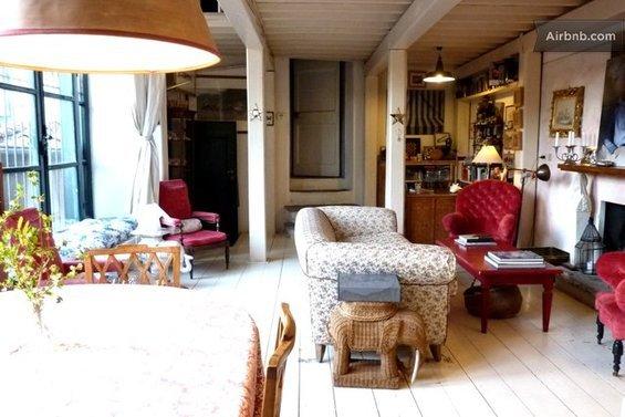 Фотография: Гостиная в стиле Прованс и Кантри, Стиль жизни, Советы, Париж, Airbnb – фото на InMyRoom.ru