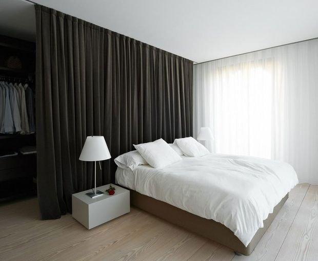 Фотография: Спальня в стиле Современный, Декор интерьера, Малогабаритная квартира, Квартира, Дом, Планировки – фото на INMYROOM