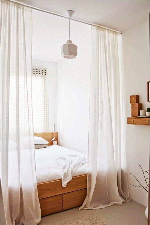 Фотография: Спальня в стиле Эко, Малогабаритная квартира, Квартира, Советы, Бежевый, Бирюзовый, Зонирование, как зонировать комнату, как зонировать однушку, как зонировать однокомнатную квартиру – фото на INMYROOM