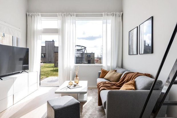 Фотография: Гостиная в стиле Минимализм, Белый, Черный, Серый, Дом и дача, до 40 метров – фото на INMYROOM