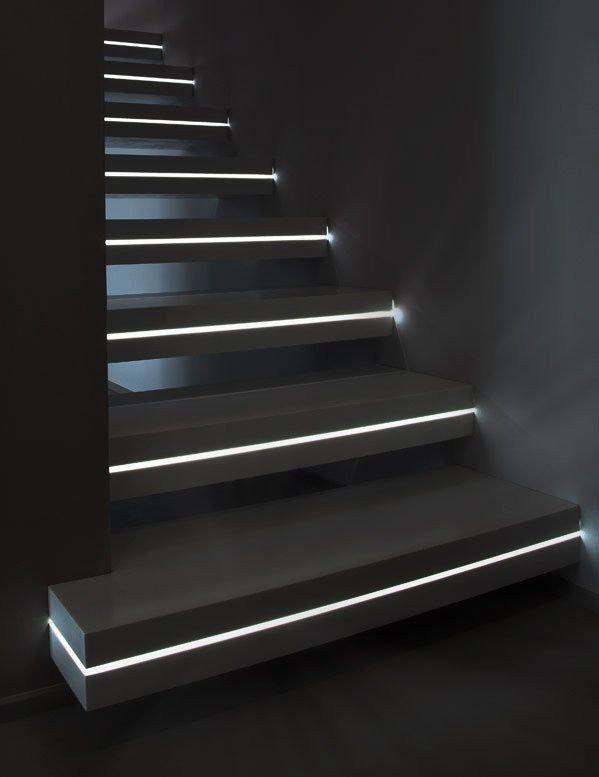 Фотография: Гостиная в стиле Лофт, Архитектура, Декор, Мебель и свет, Ремонт на практике, Никита Морозов, освещение для лестницы, какую выбрать лестницу, какие бывают лестницы, прямая лестница, винтовая лестница, лестница на больцах, подвесная лестница, ограждение для лестниц, как украсить лестницу – фото на INMYROOM