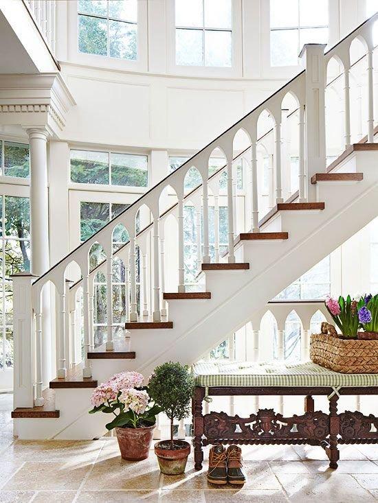 Фотография: Прихожая в стиле Прованс и Кантри, Архитектура, Декор, Мебель и свет, Ремонт на практике, Никита Морозов, освещение для лестницы, какую выбрать лестницу, какие бывают лестницы, прямая лестница, винтовая лестница, лестница на больцах, подвесная лестница, ограждение для лестниц, как украсить лестницу – фото на INMYROOM