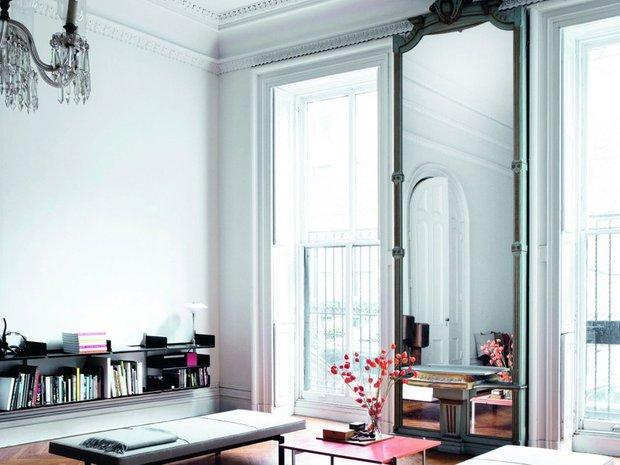 Фотография: Гостиная в стиле Минимализм, Декор интерьера, Зеркала, декор зеркалами – фото на INMYROOM