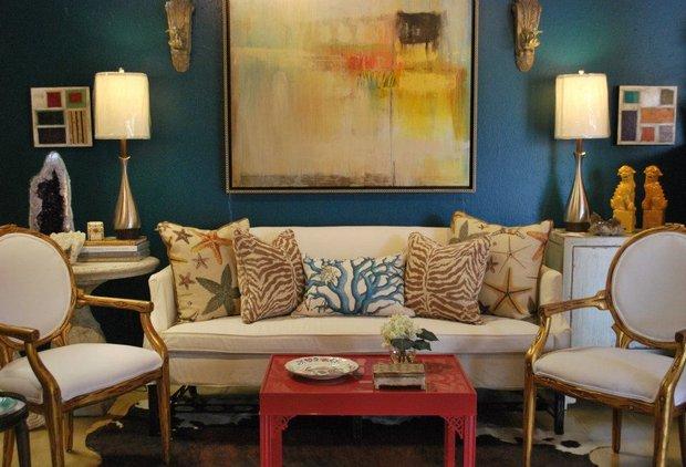 Фотография: Гостиная в стиле Прованс и Кантри, Восточный, Интерьер комнат, Картины, Зеркало – фото на INMYROOM