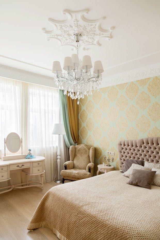Фотография: Спальня в стиле Классический, Эклектика, Квартира, Проект недели, Москва, Монолитный дом, 4 и больше, Более 90 метров, ZE-MOOV, ЖК «Дом на Цветном» – фото на INMYROOM
