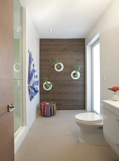 Фотография: Ванная в стиле Минимализм, Декор интерьера, Декор дома, Цвет в интерьере, Обои – фото на INMYROOM