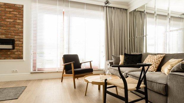 Фотография: Гостиная в стиле Скандинавский, Малогабаритная квартира, Квартира, Польша, дизайн-хаки, идеи для малогабаритки, 2 комнаты, 40-60 метров, Гданьск – фото на INMYROOM