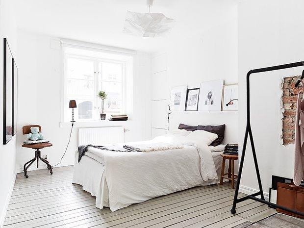 Фотография: Спальня в стиле Лофт, Декор интерьера, Малогабаритная квартира, Квартира, Дома и квартиры, Советы, Зеркало – фото на InMyRoom.ru