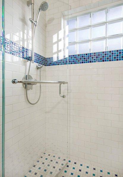 Фотография:  в стиле , Ванная, Современный, DIY, Малогабаритная квартира, Квартира, Планировки, Переделка, Голубой – фото на InMyRoom.ru