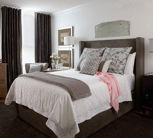 Фотография: Спальня в стиле Классический, Декор интерьера, Канада, Текстиль, Интерьер комнат, Мебель и свет, Переделка, Подушки – фото на INMYROOM
