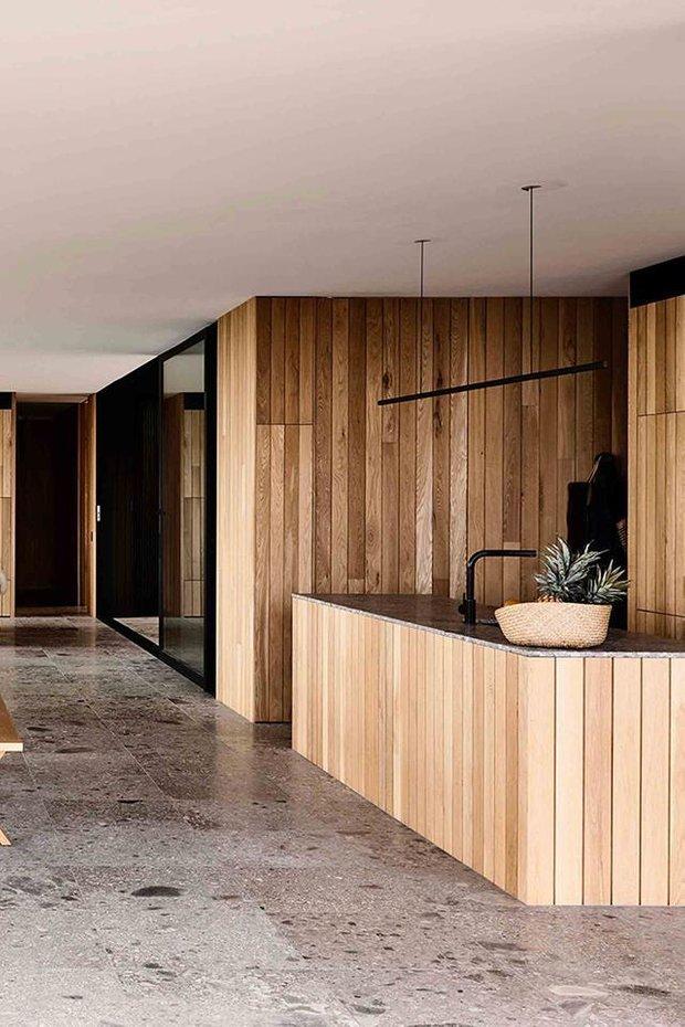Фотография: Кухня и столовая в стиле Минимализм, Дом, Бежевый, Серый, Эко – фото на INMYROOM