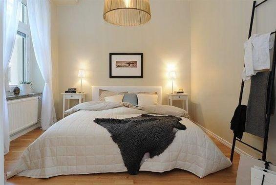 Фотография: Спальня в стиле Прованс и Кантри, Скандинавский, Декор интерьера, Интерьер комнат, Цвет в интерьере, Белый – фото на InMyRoom.ru