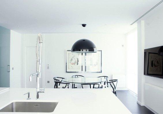 Фотография: Кухня и столовая в стиле Хай-тек, Дом, Дома и квартиры – фото на INMYROOM