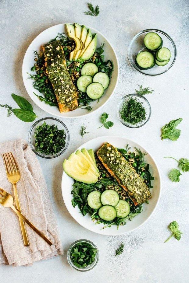 Фотография:  в стиле , Обед, Ужин, Основное блюдо, Здоровое питание, Рыба, Итальянская кухня, Кулинарные рецепты, 30 минут, Просто, Форель, Запекание, Соус песто – фото на INMYROOM