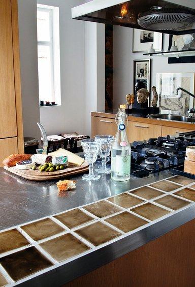 Фотография: Кухня и столовая в стиле Лофт, Декор интерьера, Квартира, Дома и квартиры, Камин – фото на INMYROOM