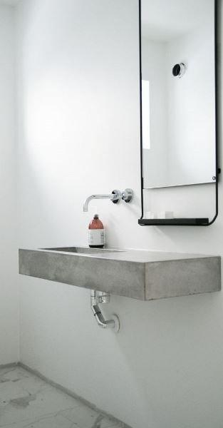 Фотография:  в стиле , Ванная, Аксессуары, Советы, обзор раковин, раковина из бетона, раковина из дерева, раковина из фаянса, стеклянная раковина, раковина из нержавеющей стали, дизайн ванной комнаты – фото на INMYROOM