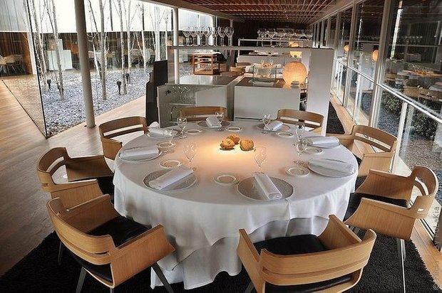 Фотография: Кухня и столовая в стиле Современный, Дома и квартиры, Городские места, Минимализм, Сервировка стола – фото на INMYROOM