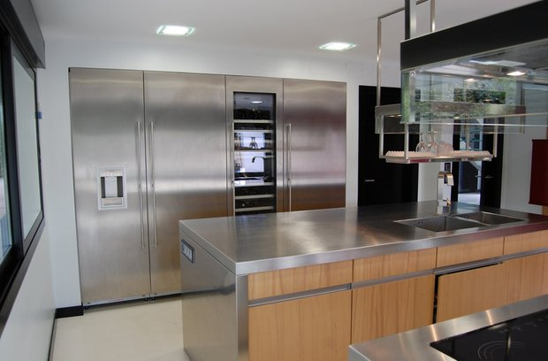 Фотография: Кухня и столовая в стиле Хай-тек, Декор интерьера, Мебель и свет – фото на INMYROOM