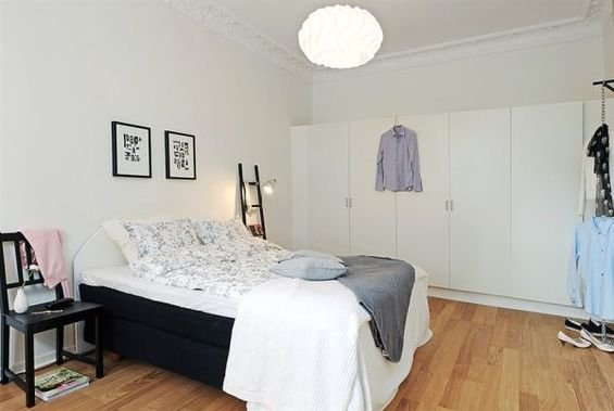 Фотография: Спальня в стиле Скандинавский, Декор интерьера, Интерьер комнат, Цвет в интерьере, Белый – фото на InMyRoom.ru