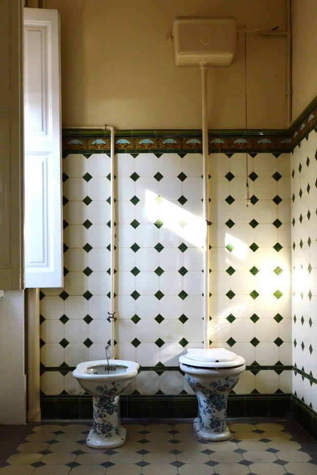 Фотография: Ванная в стиле Минимализм, Гид, Jacob Delafon, унитаз, история унитаза – фото на INMYROOM