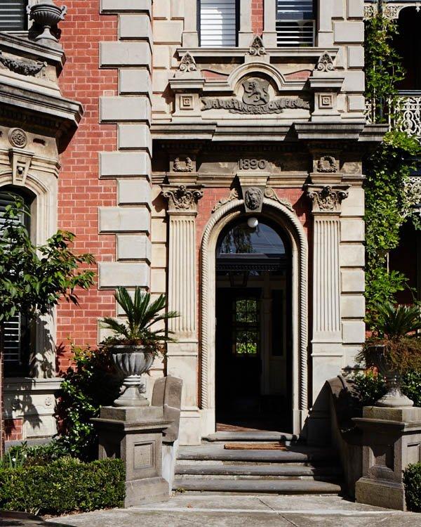 Фотография: Архитектура в стиле Классический, Современный, Эклектика, Дом, Дома и квартиры – фото на INMYROOM