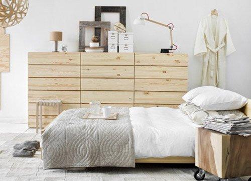Фотография: Спальня в стиле Скандинавский, Декор интерьера, Квартира, Хранение, Мебель и свет, Стиль жизни, Советы, Стены – фото на INMYROOM