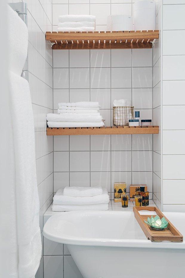 Фотография: Ванная в стиле Современный, Скандинавский, Малогабаритная квартира, Квартира, Швеция, Мебель и свет, Дома и квартиры, Белый – фото на INMYROOM