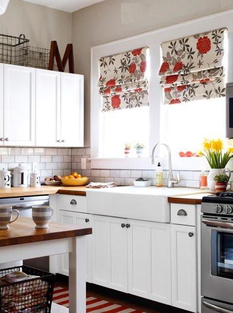 Фотография: Кухня и столовая в стиле Прованс и Кантри, Декор интерьера, Квартира, Декор, Советы, Подоконник, Окно – фото на INMYROOM