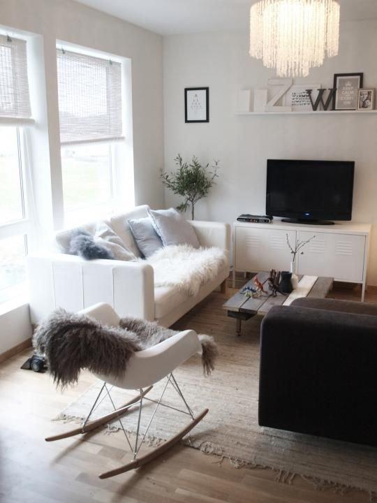 Фотография: Гостиная в стиле Скандинавский, Декор интерьера, Интерьер комнат, Мебель и свет – фото на INMYROOM