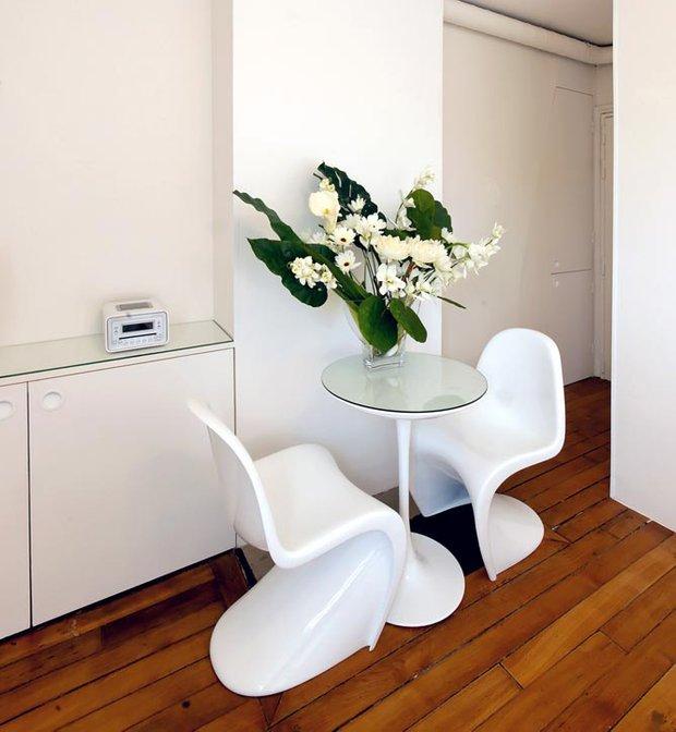 Фотография: Кухня и столовая в стиле Скандинавский, Малогабаритная квартира, Квартира, Цвет в интерьере, Белый, Проект недели, Переделка – фото на INMYROOM