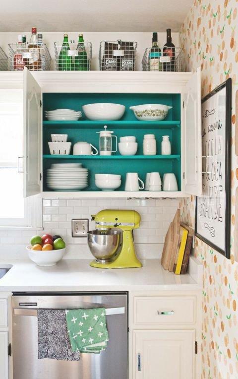 Фотография:  в стиле , Кухня и столовая, Перепланировка, хранение на кухне – фото на INMYROOM