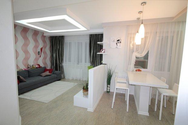 Фотография: Кухня и столовая в стиле Современный, Малогабаритная квартира, Квартира, Цвет в интерьере, Дома и квартиры, Белый – фото на INMYROOM