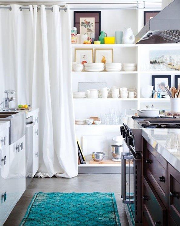 Фотография: Кухня и столовая в стиле Современный, Декор интерьера, Дом, Декор дома, Системы хранения, Шторы – фото на INMYROOM