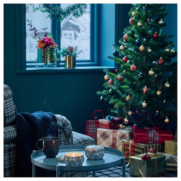 Фотография: Гостиная в стиле Скандинавский, Гид, ИКЕА, новогоднее оформление интерьера, новогодний декор, новогодняя сервировка стола, зимний интерьер квартиры, много ИКЕА – фото на InMyRoom.ru