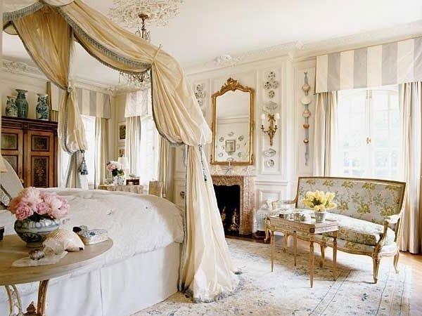 Фотография: Спальня в стиле Классический, Декор интерьера, Декор, Советы, Александр Гликман, дворцовый стиль в интерьере, как оформить интерьер в дворцовом стиле – фото на INMYROOM