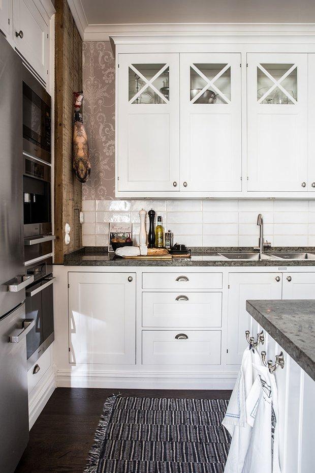 Фотография: Кухня и столовая в стиле Скандинавский, Декор интерьера, Квартира, Швеция, 3 комнаты – фото на INMYROOM