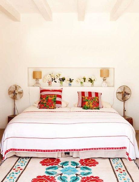 Фотография: Спальня в стиле Прованс и Кантри, Декор интерьера, Мебель и свет, Цвет в интерьере, Ковер – фото на InMyRoom.ru