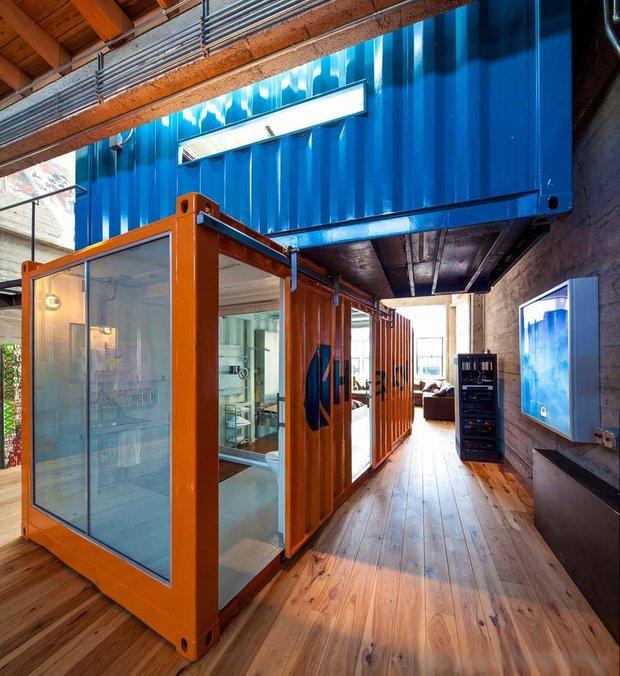 Фотография:  в стиле Лофт, Квартира, Дома и квартиры, Проект недели, Футуризм, Потолок – фото на INMYROOM