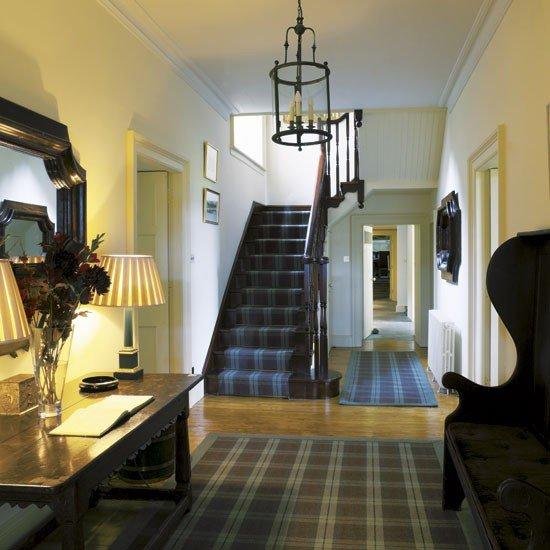 Фотография: Прихожая в стиле Классический, Современный, Декор интерьера, Декор дома, Подушки, Плед – фото на INMYROOM