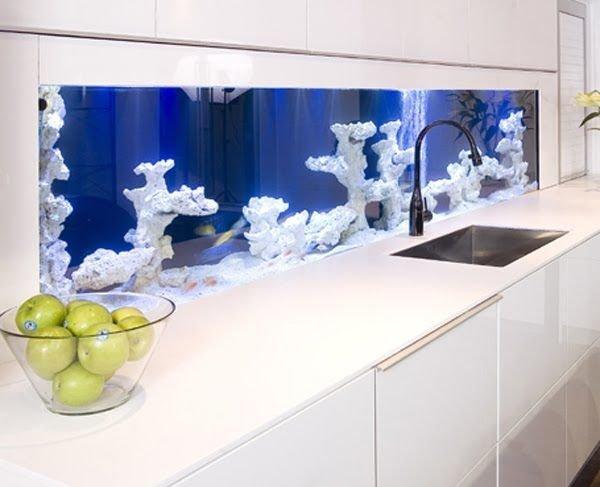 Фотография: Кухня и столовая в стиле Современный, Декор интерьера, Малогабаритная квартира, Декор, Мебель и свет, Дом и дача, аквариум в интерьере, аквариум – фото на INMYROOM
