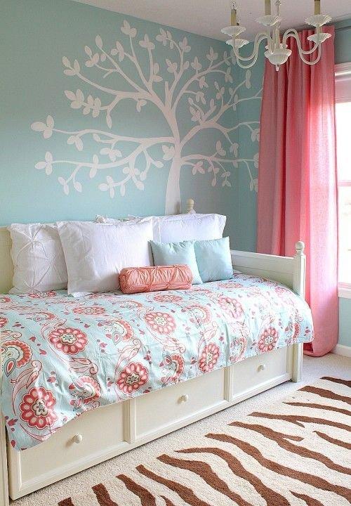 Фотография: Детская в стиле Современный, Спальня, Интерьер комнат, Подушки, Ковер – фото на INMYROOM